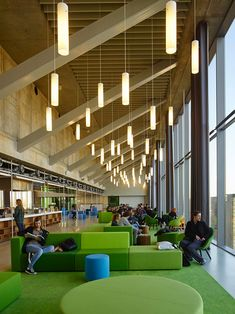 University of Amsterdam setting provides for learning in an open, airy and spacious space. University Architecture, Education Architecture, Space Architecture, School Architecture, University Interior Design, Commercial Design, Commercial Interiors, Lounges, Student Lounge