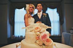 #Lovebirds Wedding Cake | Photo: DWJ Studios #cjsoffthesquare