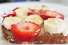 Easy Healthy Breakfast Recipe: Whole Wheat Bread with Ricotta, Banana, Strawberries and Honey #weightlossrecipesforwomen