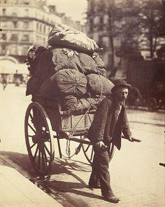 France. Ragpicker, 1900 // EUGENE ATGET