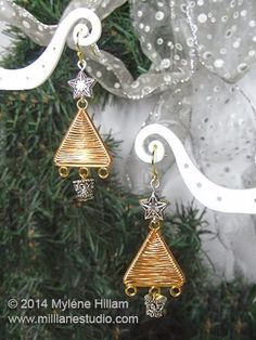Red and green are the colors of the season, but sometimes, you need a little sparkle. That is where these Shimmering Gold Christmas Tree Earrings come in. Stunning in metallic tones, these shimmering gold trees look fabulous with their silver accents.