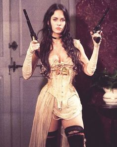 Celebrities in Corsets Sexy Megan Fox in Jonah Hex wearing a Steampunk style underbust corset. Pretty People, Beautiful People, Beautiful Women, 40s Mode, Steam Girl, Halloween Disfraces, Looks Vintage, Mode Vintage, Cindy Crawford