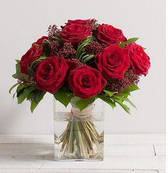 Capri : Bouquet rond de roses rouges gros boutons dans un écrin de feuillage. #rose #bouquet