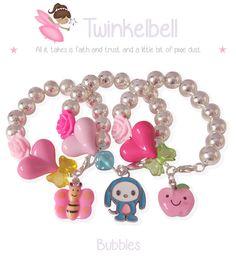 Twinkelbell Bubbles kinderarmbandjes met zilverkleurige kralen. Verkrijgbaar met en zonder naam.