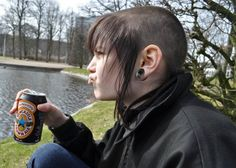 Girls Who Shave Their Heads : Photo