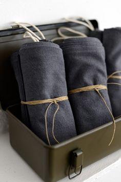 Torchons gris anthracite vendus par paire.