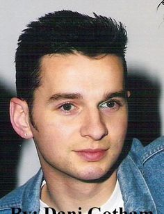 Dave Gahan le chanteur de Depeche Mode ce fut un vrai coup de foudre. Il m'a permis de savoir le style de mec que j'aimerai. Pareille pour Richard grieco.