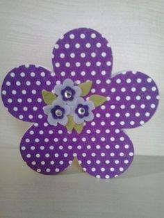 Coração em MDF de 18 mm de espessura..  Altura 14,5 cm por 14,5 cm de largura.  Peça decorada com guardanapo para decoupage, flores de feltro e strass. R$ 20,00