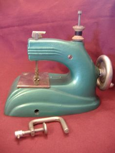 STYLISH GREEN ENAMEL CHILDS SEWING MACHINE-ART DECO