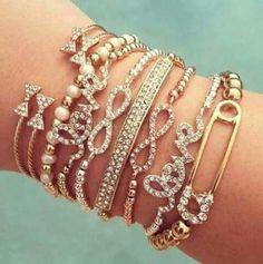 Amazing Jewelry you could put in your Anti Tarnish Prezerve Jewelry box! Claim your FREE anti Tarnish Pocket Purse while Supplies last Cute Bracelets, Fashion Bracelets, Jewelry Bracelets, Fashion Jewelry, Bangles, Style Fashion, Bow Bracelet, Fashion 2015, Cute Jewelry