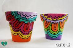 Macetas realizadas en pasta cerámica, decoradas con acrílico, protegidas con barniz especial para uso en interior o exterior