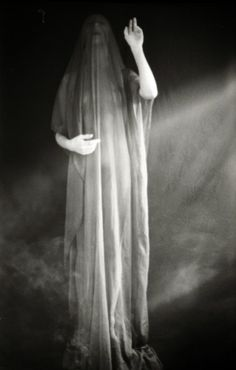Hekate (or is this a Witch-priestess? Deep Books, Maleficarum, Dream Images, Gothic Art, Dark Art, Witchcraft, Wiccan, Dark Side, Mystic