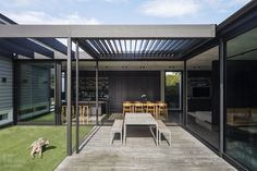 IMO KXN® - Architecture by Studio John Irving - Photography by Simon Wilson Villa Game, Aluminium Joinery, John Irving, Sliding Screen Doors, Gone Rogue, Outdoor Seating Areas, Modern Backyard, Double Garage, Home Reno