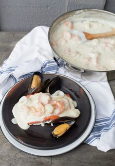 A traditional Chilean recipe Seafood Sauce (Margarita Sauce). Latin American Food, Latin Food, Spanish Shrimp, Chilean Recipes, Chilean Food, Seafood Recipes, Cooking Recipes, Houston Food, Spanish Cuisine