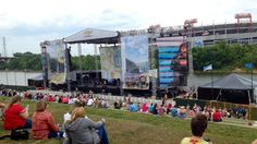 Large crowd shows up for 2nd day of CMA Music Festival