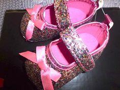 Mary Janes em Glitter, tons rosa, remate em Laço de Cetim Rosa. Tamanho 11cm de sola exterior  (aconselhado 3 a 9 meses).Preço 9€ (acrescem portes dos CTT) Mary Janes, Espadrilles, Glitter, Exterior, Sandals, Fashion, Sequins, Shades, Party