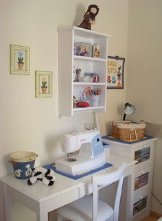 meu cantinho by Soso Patch, via Flickr Sewing Room Decor, Sewing Room Organization, Craft Room Storage, Sewing Spaces, Sewing Rooms, Home Office Decor, Diy Home Decor, Sewing Closet, Muebles Shabby Chic