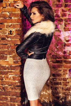 £: Giacca corta nera ecopelle - collo in pelo beige - maniche lunghe - GIACCHE & GILETS - Abbigliamento » Moda Mania