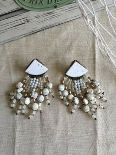 ✿ VINTAGE SHELL & BEAD CLIP ON EARRINGS ✿ Item #011  This listing is for 1 set of Geometric White & Gold Shell & Bead Clip-on earrings. DETAILS: 2