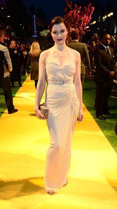 El tono nude del vestido de Michael Kors que lucía Rachel Weisz contribuía a darle ese aspecto angelical que siempre luce la actriz. Un vestido de noche, brillante y con escote corazón de lo más elegante en el estreno de Oz.