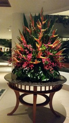 Flower display at Hotel Shangri La in Singapore Hotel Flower Arrangements, Beautiful Flower Arrangements, Unique Flowers, Exotic Flowers, Tropical Flowers, Beautiful Flowers, Altar Flowers, Church Flowers, Tropical Centerpieces