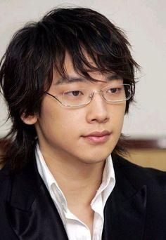 Jung Ji-Hoon aka Rain, South Korean Singer and Actor Boy Hairstyles, Celebrity Hairstyles, Korean Men Hairstyle, Korean Hair, Bi Rain, Asian Celebrities, Asian Actors, Celebs, Asian Hair