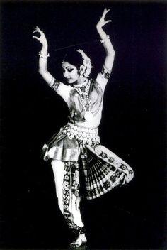 Indian Dancer | http://elegantdances.blogspot.com