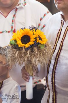 Romanian traditional clothes and candle decorated with sunflower. Romanian Wedding, Traditional Outfits, Wreaths, Bridal, Editorial, Prom, Culture, Design, Senior Prom