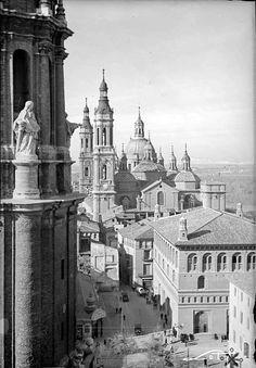 La Lonja, el Pilar y la torre de la Seo, desde el cimborrio de ésta.
