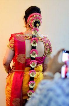 15 super Ideas for hair styles indian bride blouse designs Bridal Hairstyle Indian Wedding, South Indian Bride Hairstyle, Bridal Hair Buns, Bridal Braids, Bridal Hairdo, Indian Wedding Hairstyles, Indian Bridal Fashion, Saree Hairstyles, Bride Hairstyles