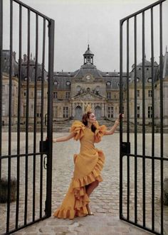 Pour Le Prestige de ParisL'Officiel #660, 1980Photographer: Rodolphe HaussaireYves Saint Laurent, Spring 1980 Couture