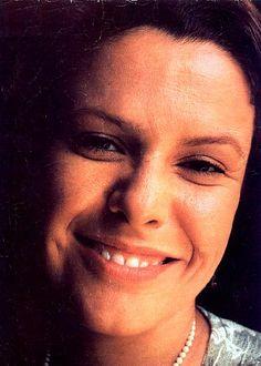 Elis Regina, cantora brasileira, conhecida pela sua belíssima voz e presença de palco.