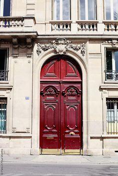 Would not mind living behind this door #paris #red #vintage #door #beauty