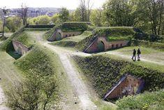 Góra Gradowa to jeden z najlepszych punktów widokowych Gdańska. Miejsce kryje w sobie wiele historii i miejscowych legend. Będąc w pobliżu Góry Gradowej, warto również wstąpić do Centrum Nauki Hevelianum.