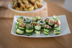 Roladki z cukinii z boczkiem Gazpacho, Paella, Cucumber, Sushi, Vegetables, Ethnic Recipes, Food, Essen, Vegetable Recipes