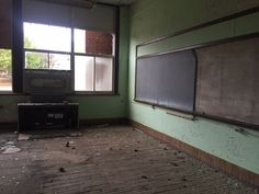 When school district's decide to close a school they're either re-purposed, torn down, or sit empty. The latter is the case for one school in Burlington, Iowa that's been mostly empty for decades. ...