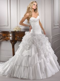 Organza Sweetheart Neckline Ball Gown Wedding Dress