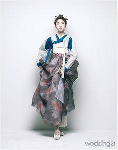 [한복] 고운 한복을 차려입고 사뿐히 걸음을 내딛는 어여쁜 소녀..지성조한복지음| Daum라이프