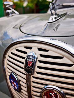 Retro Cars, Vintage Cars, Antique Cars, Car Badges, Car Logos, Austin Cars, Car Hood Ornaments, Classy Cars, Automotive Art