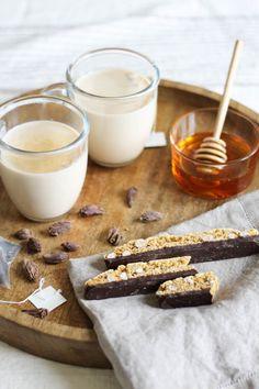 Spiced Earl Grey Milk Tea-- so beautiful Tea Recipes, Kitchen Recipes, Cocktail Recipes To Impress, Fresco, Tea Places, Autumn Tea, Tea Smoothies, Coffee Store, Non Alcoholic Drinks