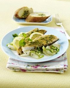 Gebackenes Lachsfilet mit Senf-Dillkruste auf gedünsteten Mairübchen und Lauchzwiebeln Rezept