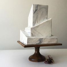 Marbled wedding cake with an architectural structure (Marble Cake) Modern Cakes, Unique Cakes, Creative Cakes, Birch Wedding Cakes, Wedding Cake Rustic, Pretty Cakes, Beautiful Cakes, Amazing Cakes, Architecture Cake