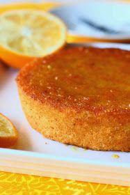 Pääsiäisen keltaista tarjottavaa.. Törmäsin Jauhoton Taikina -blogissa  mielenkiintoiseen kakkuun, jossa appelsiinit käytettiin kuorineen. V...