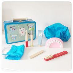 tandarts koffertje voor thuis of op school, met houten instrumenten om tandartsje te spelen