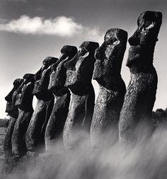 Isla de Pascua // Easter Island (by Michael Kenna, 2000)