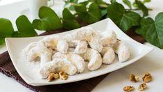 A hókifli egy igazi klasszikus karácsonyi sütemény, egy asztalról sem hiányozhat. Egy kis dióval kiegészítve még különlegesebbé tehetjük: