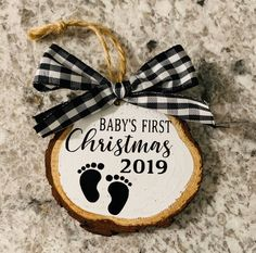 Baby's First Christmas Ornament. Wood slice with twin and a bow Baby First Christmas Ornament, Wooden Christmas Ornaments, Merry Christmas, Christmas Wood, Christmas Projects, Christmas Decorations, Ornaments Ideas, Christmas Crafts To Sell Bazaars, Holiday Crafts