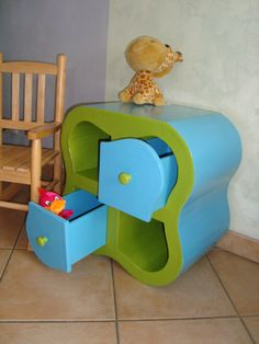 table de chevet carton Farmers Furniture, Baby Furniture, Furniture Making, Wood Furniture, Cardboard Recycling, Cardboard Cartons, Cardboard Crafts, Diy Cardboard Furniture, Cardboard Design