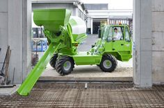 MERLO S. Industria Metalmeccanica - Self-loading concrete mixers Cement Mixer Truck, Concrete Mixers, Custom Trucks, Cool Trucks, Heavy Equipment, Engineers, Motorhome, Affiliate Marketing, Motorcycles