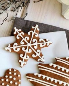 Ginger Spice Decorated Cookies - how can I make vegan? Christmas Goodies, Christmas Treats, Christmas Baking, Holiday Treats, Holiday Recipes, Christmas Holidays, Christmas Biscuits, Galletas Cookies, Holiday Cookies